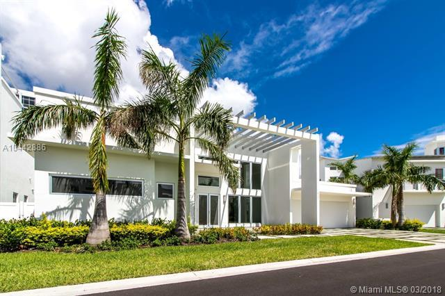 8231 NW 34th Dr, Doral, FL 33122 (MLS #A10442886) :: Green Realty Properties
