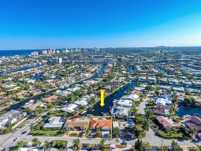 2920 NE 55th Pl, Fort Lauderdale, FL 33308 (MLS #A10443223) :: Stanley Rosen Group