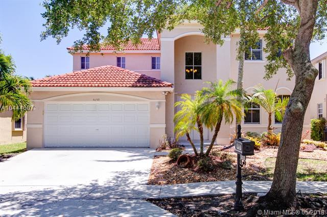 4059 Pinewood Ln, Weston, FL 33331 (MLS #A10444607) :: Green Realty Properties