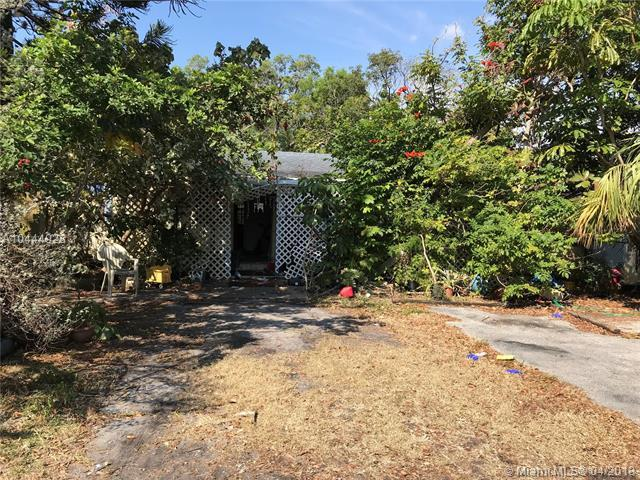 1341 SW 25th Ave, Fort Lauderdale, FL 33312 (MLS #A10444928) :: Stanley Rosen Group