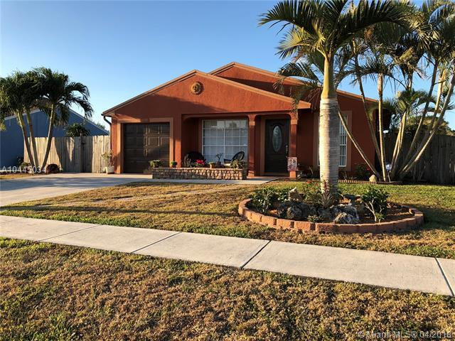 10585 Aquarius Ln, Royal Palm Beach, FL 33411 (MLS #A10445034) :: Stanley Rosen Group