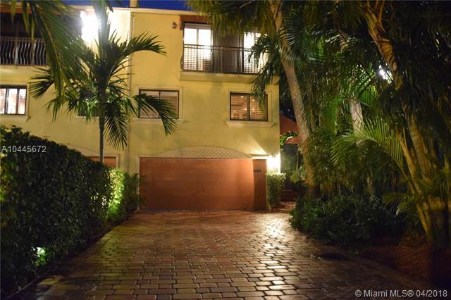 3010 NE 49th St, Fort Lauderdale, FL 33308 (MLS #A10445672) :: Stanley Rosen Group