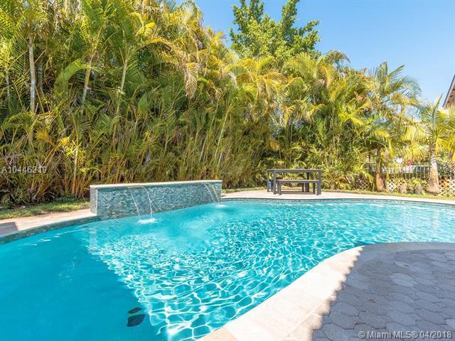 16369 SW 16th St, Pembroke Pines, FL 33027 (MLS #A10446219) :: Green Realty Properties