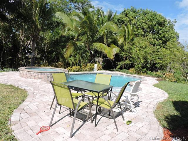 6025 Pine Ter, Plantation, FL 33317 (MLS #A10446685) :: Stanley Rosen Group