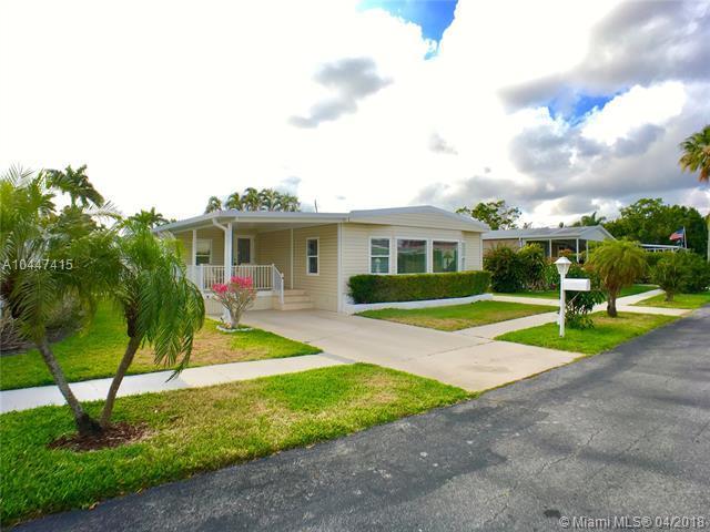 5351 NW 2nd Ave, Deerfield Beach, FL 33064 (MLS #A10447415) :: Stanley Rosen Group