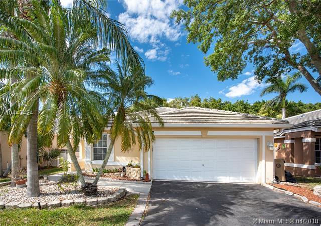 9227 Arborwood Cir, Davie, FL 33328 (MLS #A10447424) :: Green Realty Properties
