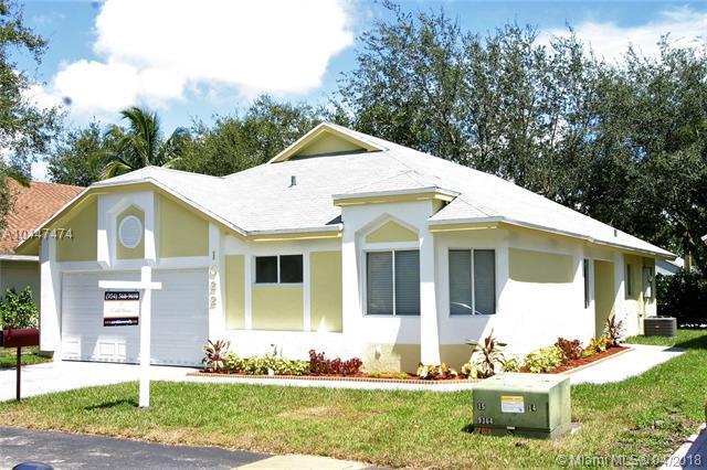 1022 W Jasmine Ln, North Lauderdale, FL 33068 (MLS #A10447474) :: Stanley Rosen Group