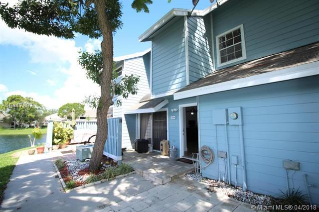 2014 Champions Way, North Lauderdale, FL 33068 (MLS #A10447887) :: Stanley Rosen Group