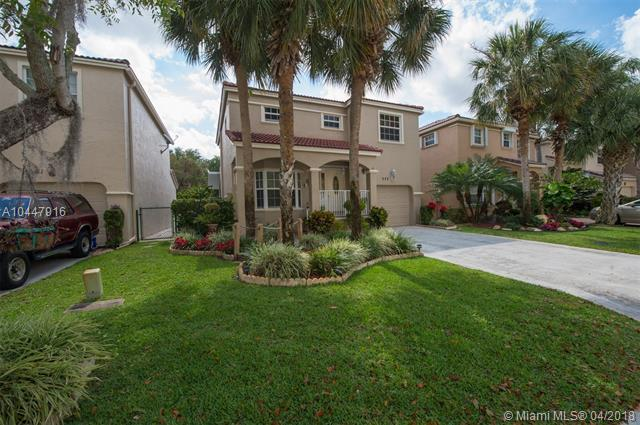 553 NW 87th Ter, Coral Springs, FL 33071 (MLS #A10447916) :: Stanley Rosen Group