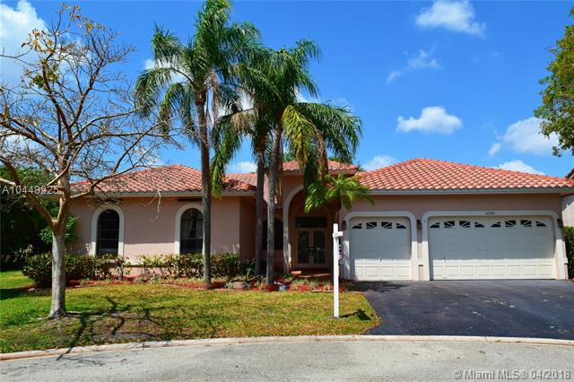 4710 NW 98th Way, Coral Springs, FL 33076 (MLS #A10448225) :: Green Realty Properties