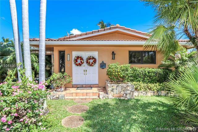 1231 Taylor St, Hollywood, FL 33019 (MLS #A10449091) :: Stanley Rosen Group