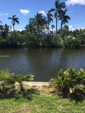 1162 Hayes St, Hollywood, FL 33019 (MLS #A10449576) :: Stanley Rosen Group