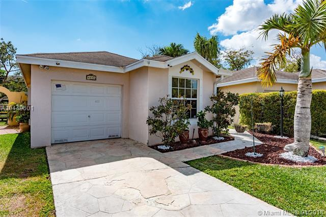 4038 Eastridge Cir, Deerfield Beach, FL 33064 (MLS #A10449601) :: Stanley Rosen Group