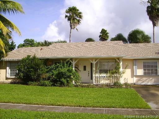 188 Dove Cir, Royal Palm Beach, FL 33411 (MLS #A10449742) :: Stanley Rosen Group