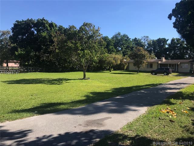 4720 SW 61st Ave, Davie, FL 33314 (MLS #A10449747) :: Stanley Rosen Group