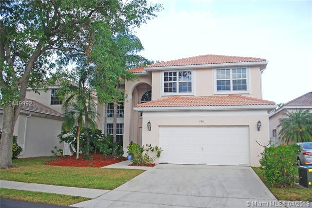 6811 NW 34th St, Margate, FL 33063 (MLS #A10449992) :: Stanley Rosen Group