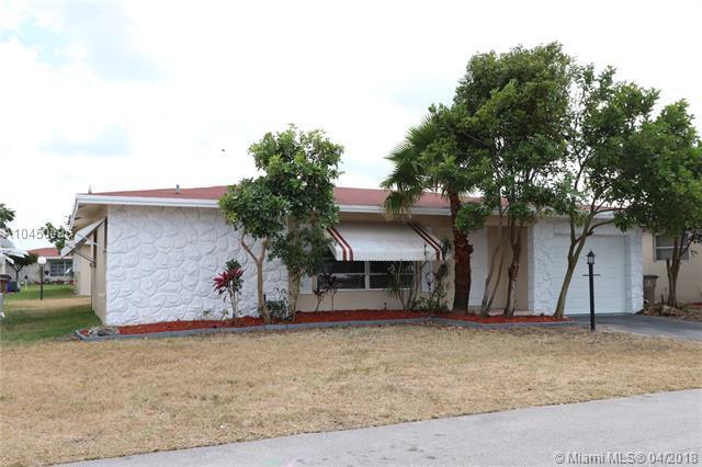 1050 NW 49th St, Deerfield Beach, FL 33064 (MLS #A10450426) :: Stanley Rosen Group