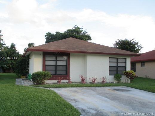1310 Summit Run Cir, West Palm Beach, FL 33415 (MLS #A10450714) :: Hergenrother Realty Group Miami