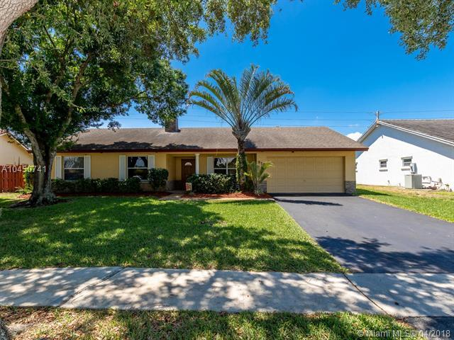 815 NW 135th Way, Sunrise, FL 33325 (MLS #A10450741) :: Hergenrother Realty Group Miami