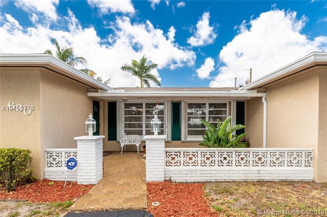 630 SW 70th Ave, Pembroke Pines, FL 33023 (MLS #A10450779) :: Stanley Rosen Group