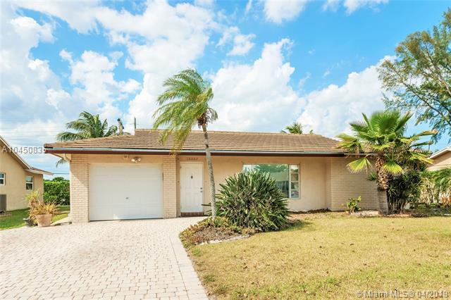 10207 NW 83rd St, Tamarac, FL 33321 (MLS #A10450835) :: Green Realty Properties
