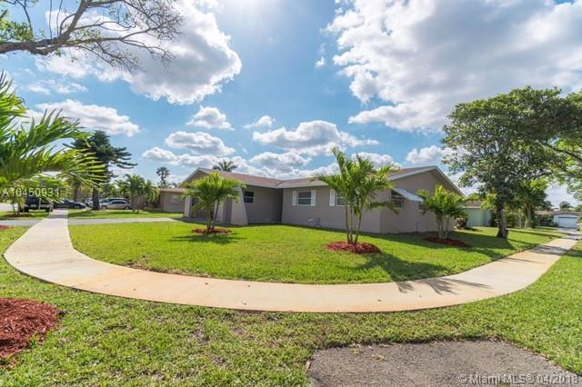 7830 NW 45th Ct, Lauderhill, FL 33351 (MLS #A10450931) :: Stanley Rosen Group