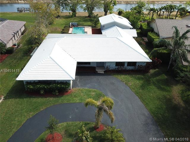9942 SW 1st Ct, Coral Springs, FL 33071 (MLS #A10451415) :: Jamie Seneca & Associates Real Estate Team