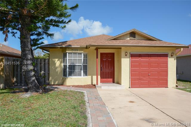 5688 Boynton Cres, Boynton Beach, FL 33437 (MLS #A10451536) :: Hergenrother Realty Group Miami