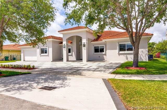 6402 SW 93rd Pl, Miami, FL 33173 (MLS #A10451663) :: The Erice Group