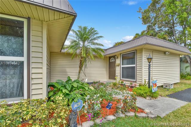 8001 NW 68th Ter, Tamarac, FL 33321 (MLS #A10451683) :: Green Realty Properties