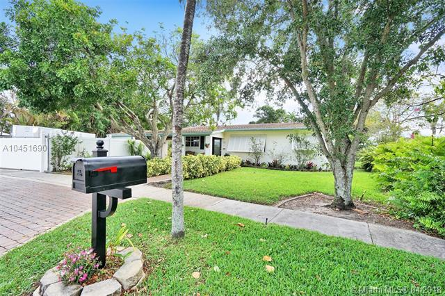 670 Pine Ridge Dr, Plantation, FL 33317 (MLS #A10451690) :: Hergenrother Realty Group Miami