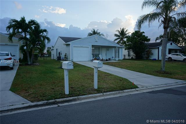 5460 Courtney Circle, Boynton Beach, FL 33472 (MLS #A10452103) :: The Teri Arbogast Team at Keller Williams Partners SW