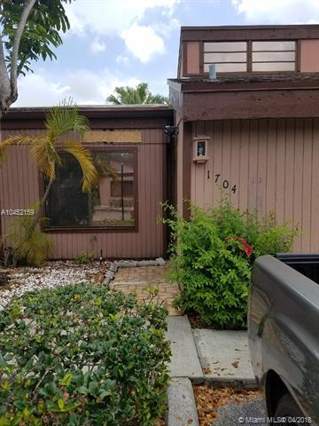 1704 NW 74th Ave #30, Plantation, FL 33313 (MLS #A10452159) :: Stanley Rosen Group