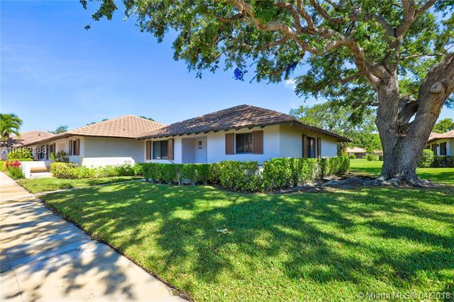 304 Club Dr, Palm Beach Gardens, FL 33418 (MLS #A10452188) :: Jamie Seneca & Associates Real Estate Team