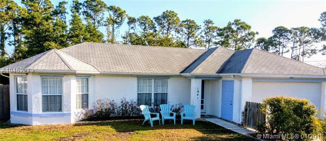 1941 SW Bellevue Ave, Port St. Lucie, FL 34953 (MLS #A10452279) :: Stanley Rosen Group