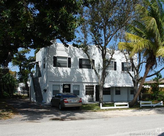 2205 Roosevelt St, Hollywood, FL 33020 (MLS #A10452286) :: Stanley Rosen Group