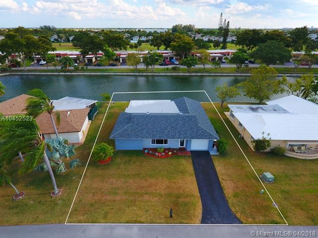9510 NW 66th St, Tamarac, FL 33321 (MLS #A10452523) :: Stanley Rosen Group