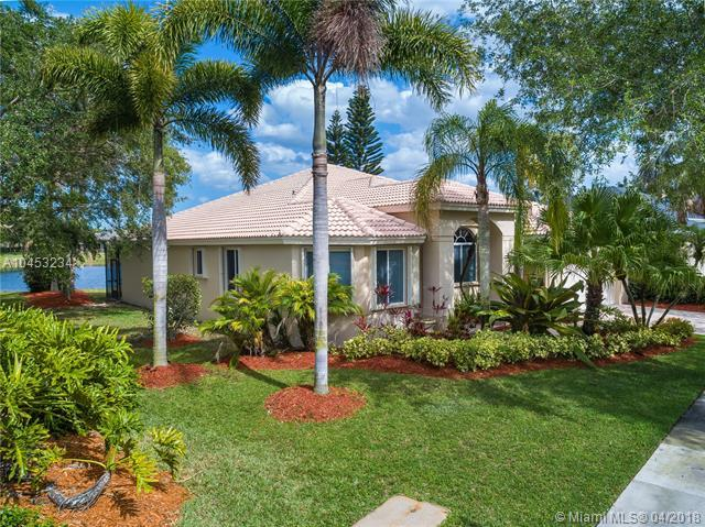 2620 Oakbrook Ln, Weston, FL 33332 (MLS #A10453234) :: The Teri Arbogast Team at Keller Williams Partners SW