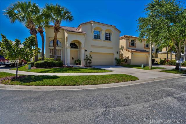 728 NW 156th Ave, Pembroke Pines, FL 33028 (MLS #A10453288) :: Stanley Rosen Group