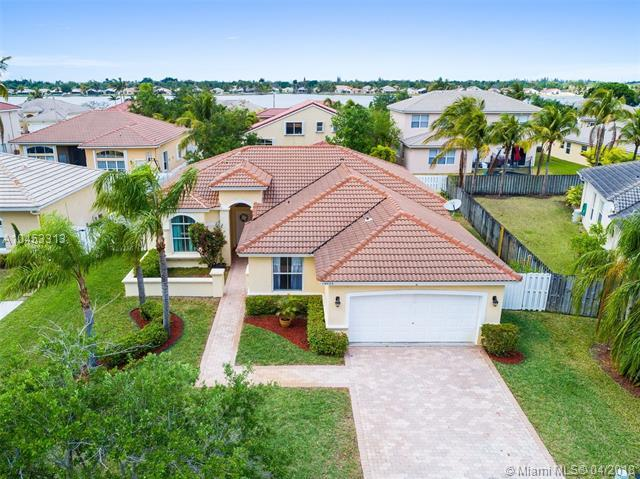 19023 NW 23rd Ct, Pembroke Pines, FL 33029 (MLS #A10453313) :: Hergenrother Realty Group Miami