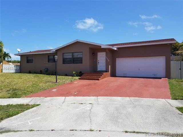 20201 SW 91st Ave, Cutler Bay, FL 33189 (MLS #A10453440) :: Hergenrother Realty Group Miami