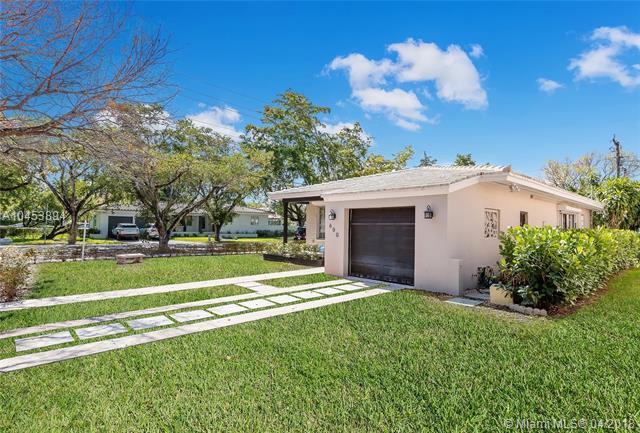 600 Navarre Ave, Coral Gables, FL 33134 (MLS #A10453894) :: Carole Smith Real Estate Team