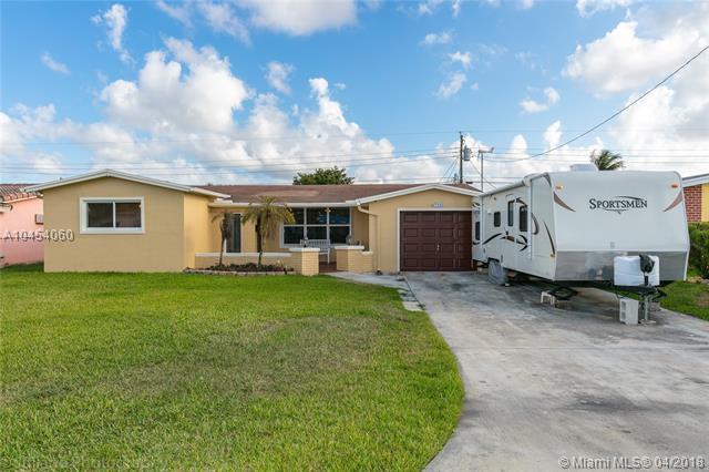 7520 Alhambra Blvd, Miramar, FL 33023 (MLS #A10454060) :: Hergenrother Realty Group Miami