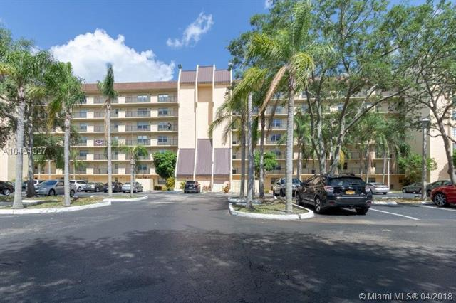 3100 W Rolling Hills Cir #409, Davie, FL 33328 (MLS #A10454097) :: Hergenrother Realty Group Miami