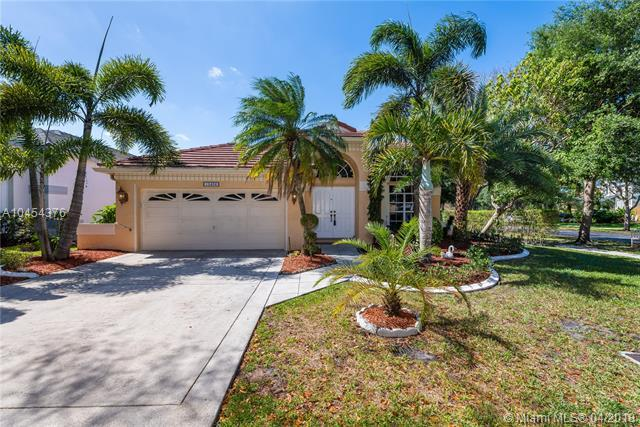 10406 Lima St, Cooper City, FL 33026 (MLS #A10454376) :: Stanley Rosen Group