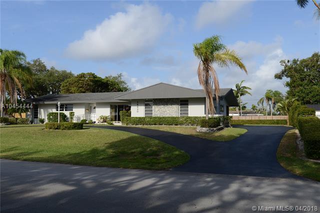 15420 SW 78th Pl, Palmetto Bay, FL 33157 (MLS #A10454444) :: Carole Smith Real Estate Team