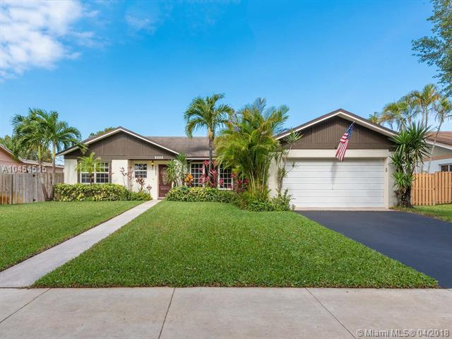5837 SW 118th Ave, Cooper City, FL 33330 (MLS #A10454515) :: The Teri Arbogast Team at Keller Williams Partners SW
