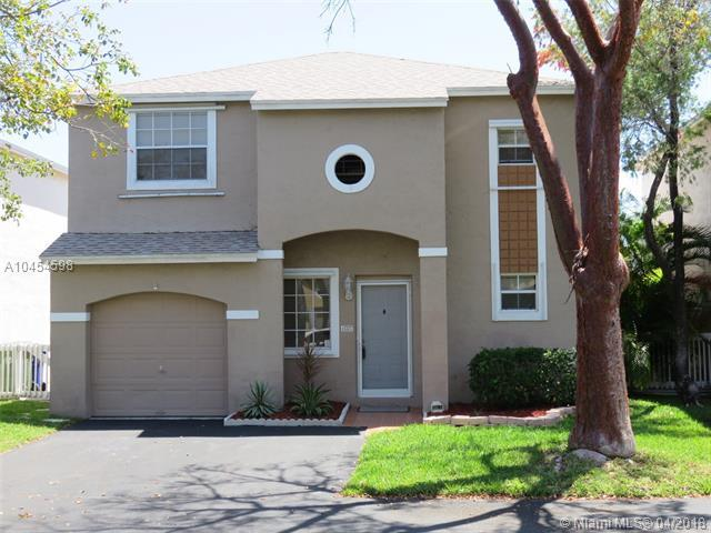 11707 NW 12th St, Pembroke Pines, FL 33026 (MLS #A10454598) :: Calibre International Realty