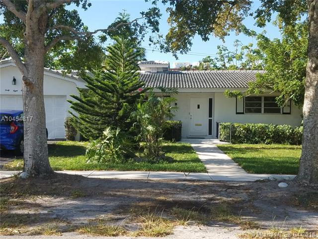 4811 Harrison St, Hollywood, FL 33021 (MLS #A10454817) :: Castelli Real Estate Services