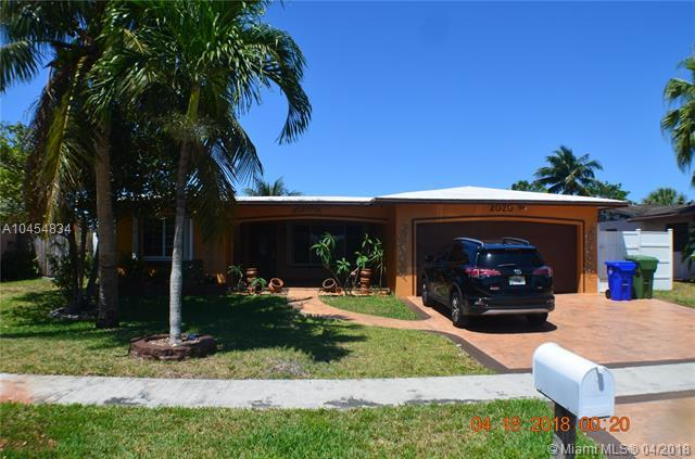 2020 NW 95th Ave, Pembroke Pines, FL 33024 (MLS #A10454834) :: The Teri Arbogast Team at Keller Williams Partners SW
